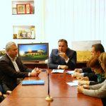 Președintele Consiliului Județean Călărași, Vasile Iliuță, alături de vicepreședintele Valentin Barbu și administratorul județului, Bogdan Georgescu, a primit, astăzi, la prima oră a dimineții, delegația Sindicatului din cadrul Spitalului Județean Călărași.