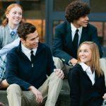 Proiect de lege: Uniforma scolara va fi obligatorie. Elevii primesc 350 de lei pe an pentru uniforme